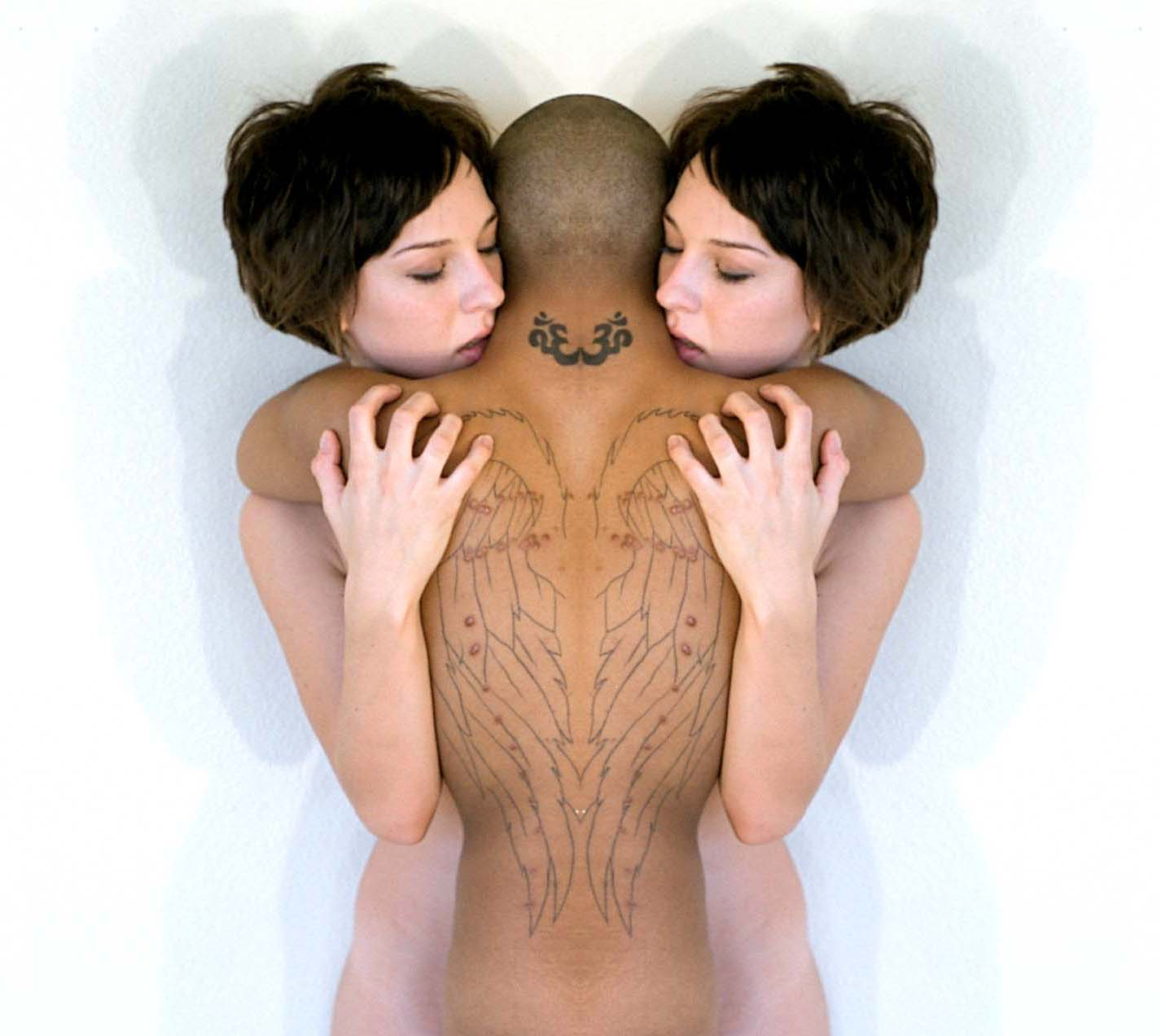 kali-jessi-embrace