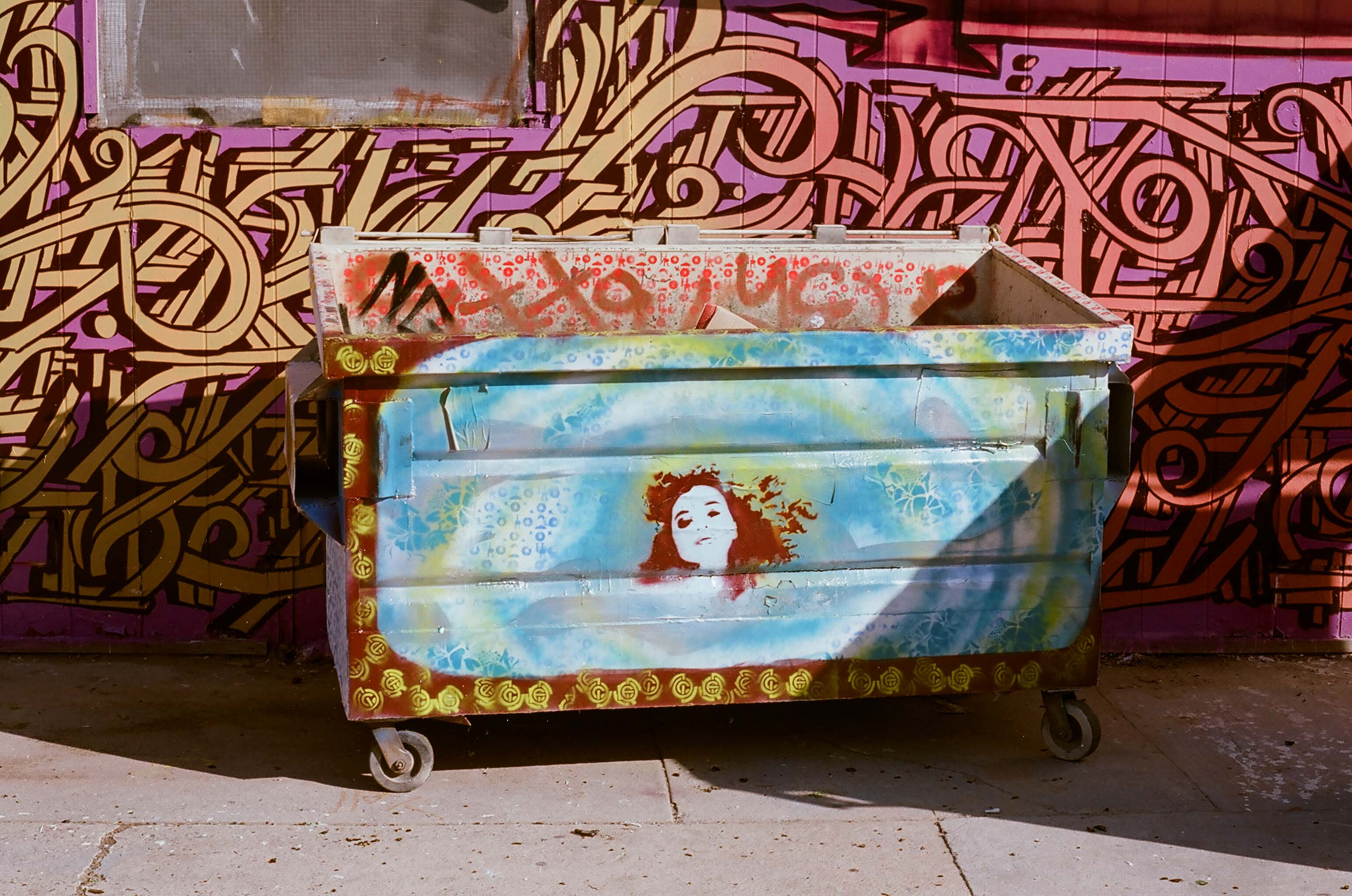 2010-phx-graffiti-dumpster